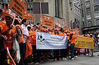 """SAO PAULO, SP, 08 DE MARCO DE 2012 - MANIFESTAÇÃO DIA INT DA MULHER - Ato público """"Nenhum direito a menos, nossa luta é pela igualdade!"""", organizado por centrais sindicais protestam por direitos iguais entre homens e mulheres e contra outros aspectos onde a mulher é desfavorecida, na praça da Sé, região central, na tarde desta quinta-feira, 08. FOTO: ALEXANDRE MOREIRA - BRAZIL PHOTO PRESS"""