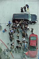 Frenesí de los medios como Lindsay Lohan sale con un traje de Givenchy azul y gris con Celine_bag por su informe final el progreso de libertad condicional en la corte de Los Angeles, California, el 29.03.2012. Los Ángeles, juez del Tribunal Superior Stephanie_Sautner decidió levantar la libertad condicional de Lohan de su infame caso de conducir ebrio steming a partir de 2007, por lo que ella ya no tienen que reunirse con un oficial de libertad condicional o de comparecer ante el tribunal en su caso, robo de 2011 - siempre y cuando ella se comporta y obedece a la ley hasta mayo de 2014 ...<br /> <br /> Crédito: Foto:©NORTEPHOTO.COM/MediaPunch ** Inc. **PARA**SOLO**VENTA**EN**MÉXICO ***