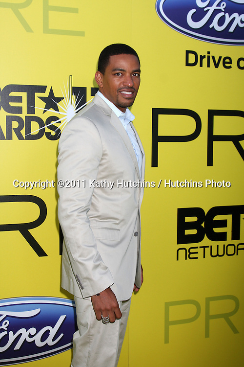 LOS ANGELES - JUN 25:  Laz Alonso arriving at the 5th Annual Pre-BET Dinner at Book Bindery on June 25, 2004 in Beverly Hills, CA