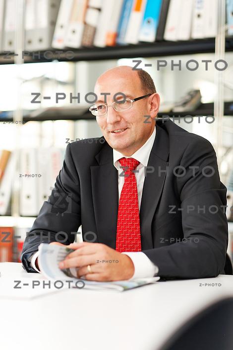 Interview mit Martin Kull CEO und Mitinhaber der HRS Real Estate AG, im Gescha?ftsitz in St. Gallen am 2. Juli 2009..Copyright © Zvonimir Pisonic