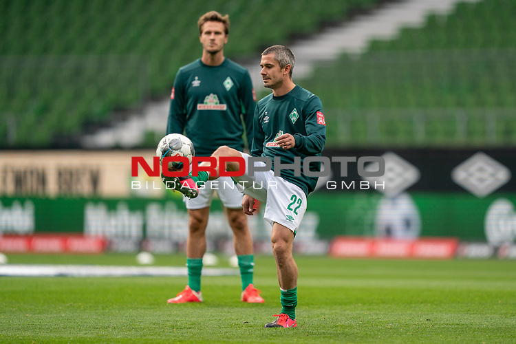 Fin Bartels (Werder Bremen #22)<br /> Sebastian Langkamp (Werder Bremen #15)<br /> <br /> Sport: Fussball: 1. Bundesliga: Saison 19/20: <br /> 26. Spieltag: SV Werder Bremen vs Bayer 04 Leverkusen, 18.05.2020<br /> <br /> Foto ©  gumzmedia / Nordphoto / Andreas Gumz / POOL <br /> <br /> Nur für journalistische Zwecke! Only for editorial use!<br />  DFL regulations prohibit any use of photographs as image sequences and/or quasi-video.