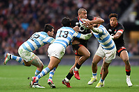 Jonathan Joseph of England takes on the Argentina defence. Old Mutual Wealth Series International match between England and Argentina on November 11, 2017 at Twickenham Stadium in London, England. Photo by: Patrick Khachfe / Onside Images