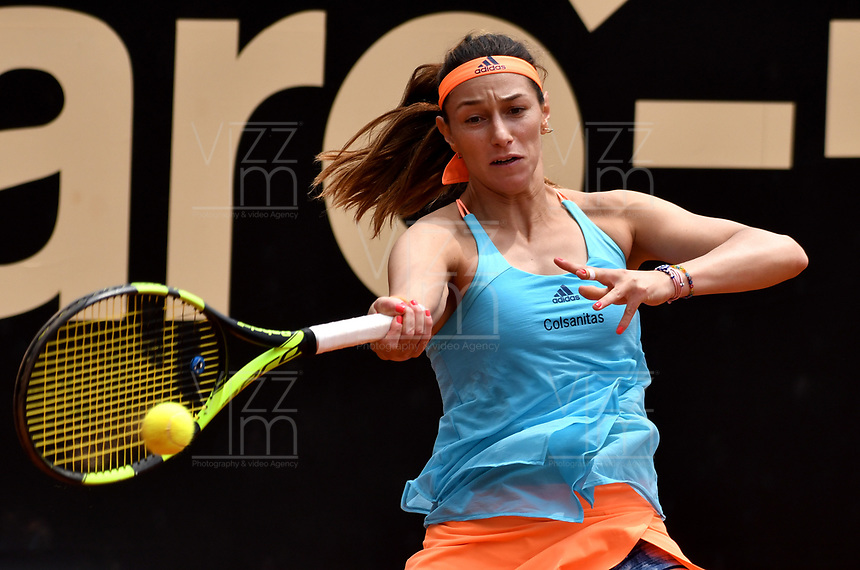 BOGOTA - COLOMBIA – 10 – 04 - 2017: Mariana Duque de Colombia, devuelve la bola a Aleksandra Krunic de Serbia,durante partido por el Claro Colsanitas WTA, que se realiza en el Club Los Lagartos de la ciudad de Bogota. / Mariana Duque of Colombia, returns the ball Aleksandra Krunic of Serbia, during a match for the WTA Claro Colsanitas, which takes place at Los Lagartos Club in Bogota city. Photo: VizzorImage / Luis Ramirez / Staff.