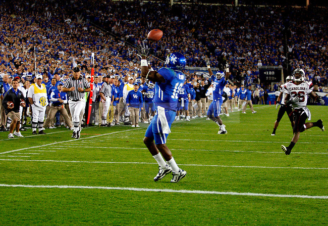 Randall Cobb catches teh pass to score the touchdown that put UK ahead in the final minutes of the second half of UK's 31-28 win over  South Carolina football on Saturday, Oct. 16, 2010. Photo by Britney McIntosh | Staff
