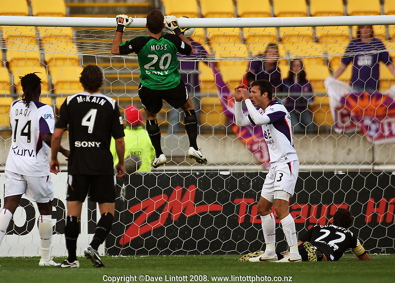 Perth's Nikita Rukavytsya rues a missed chance as Phoenix keeper Glen Moss watches a shot go over the crossbar during the A-League football match between the Wellington Phoenix and Perth Glory at Westpac Stadium, Wellington, New Zealand on Saturday, 13 December 2008. Photo: Dave Lintott / lintottphoto.co.nz