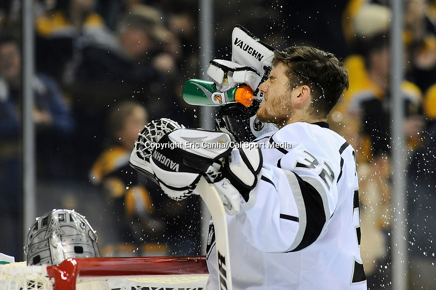 January 20, 2014 - Boston, Massachusetts, U.S. - Los Angeles Kings goalie Jonathan Quick (32) during the NHL game between Los Angeles Kings and the Boston Bruins held at TD Garden in Boston Massachusetts. The Bruins defeated the Kings 3-2 in regulation time.   Eric Canha/CSM