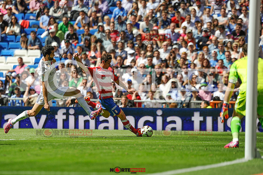 Real Madrid´s goalkeeper Iker Casillas and Alvaro Arbeloa and Granada´s  during 2014-15 La Liga match between Real Madrid and Granada at Santiago Bernabeu stadium in Madrid, Spain. April 05, 2015. (ALTERPHOTOS/Luis Fernandez) /NORTEphoto.com