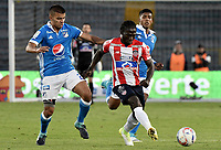 BOGOTA - COLOMBIA -06 -08-2017: Jhon Duque Arias (Izq) jugador de Millonarios disputa el balón con Yimmi Chara (Der) jugador de Atlético Junior durante partido por la fecha 6 de la Liga Aguila II 2017 jugado en el estadio Nemesio Camacho El Campin de la ciudad de Bogota. / Jhon Duque Arias (L) player of Millonarios fights for the ball with Yimmi Chara (R) player of Atletico Junior during match for the date 6 of the Liga Aguila II 2017 played at the Nemesio Camacho El Campin Stadium in Bogota city. Photo: VizzorImage / Gabriel Aponte / Staff.