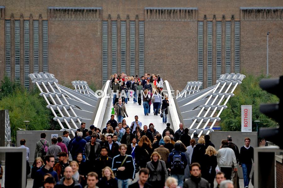 Ponte Millenium Bridge. Londres. Inglaterra. 2008. Foto de Juca Martins.
