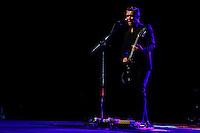SAO PAULO, SP 21 JULHO 2013 - SHOW HANSON - A banda Hanson se apresentou na noite de hoje, 21, no Credicard Hall em São Paulo. O show faz parte do terceiro da Turnê Anthem, lançado recentemente na Arentina. Na foto: Isaac Hanson FOTO: PAULO FISCHER/BRAZIL PHOTO PRESS