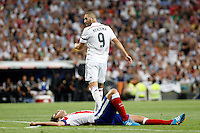 Benzema of Real Madrid and Tiago of Atletico de Madrid during La Liga match between Real Madrid and Atletico de Madrid at Santiago Bernabeu stadium in Madrid, Spain. September 13, 2014. (ALTERPHOTOS/Caro Marin)