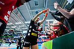 14.01.2018, Halle Berg Fidel, Muenster<br />Volleyball, Bundesliga Frauen, Normalrunde, USC Münsterr / Muenster vs. Dresdner SC<br /><br />Jubel Myrthe Schoot (#9 Dresden) nach Sieg bei Fans<br /><br />  Foto © nordphoto / Kurth