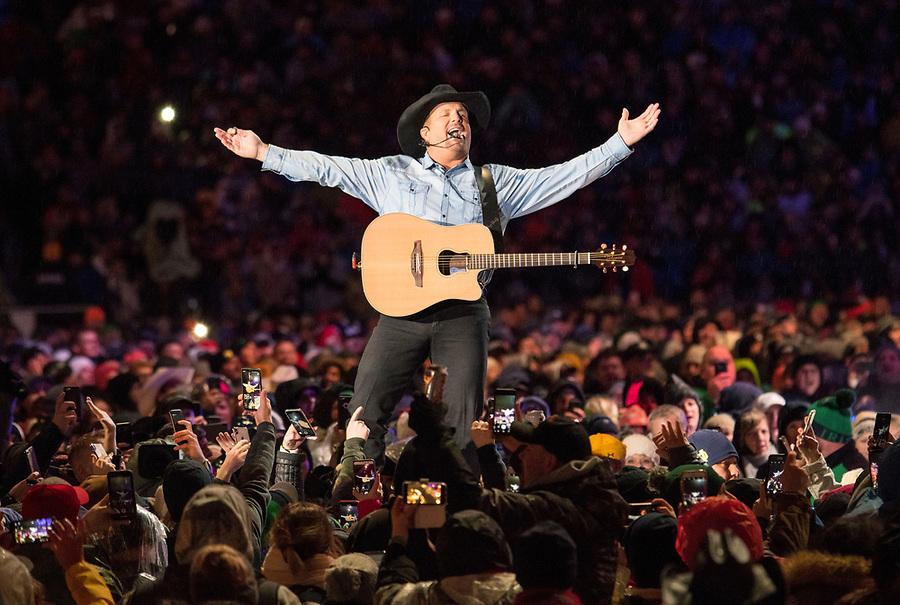 October 20, 2018; Garth Brooks concert at Notre Dame Stadium. (Photo by Barbara Johnston/University of Notre Dame)