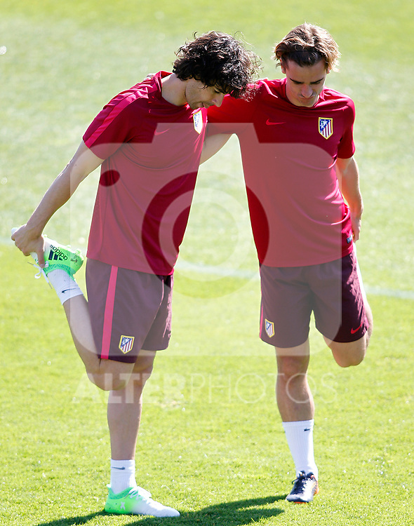 Atletico de Madrid's Tiago Mendes (l) and Antoine Griezmann during training session. April 11,2017.(ALTERPHOTOS/Acero)