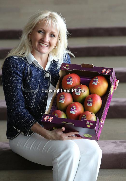 Foto: VidiPhoto<br /> <br /> MAASDIJK - Nature's Pride, importeur van exotisch fruit, heeft een nieuwe vestiging in Maasdijk. Het bedrijf importeert en verhandelt miljoenen stuks exotisch fruit en groente per week. Directeur is Shawn Harris.