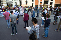 SIT IN SENTINELLE IN PIEDI CONTROMANIFESTAZIONE CARAMELLE E TAGLIATELLE IN PIEDI NELLA FOTO SENTINELLE IN PIEDI CRONACA BRESCIA 26/09/2015 FOTO MATTEO BIATTA<br /> <br /> SIT IN SENTINELS STENDING AND ANTIDEMOSTRATION CANDIES STANDING AND NOODLES STANDING IN THE PICTURE SENTINELS STANDING CRONICHLE BRESCIA 26/09/2015 PHOTO BY MATTEO BIATTA