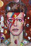 *BRAZIL ONLY* ATENÇÃO EDITOR, FOTO EMBARGADA PARA VEÍCULOS INTERNACIONAIS* wenn33543151    Fãs de David Bowie deixam flores e mensagens no Memorial Bowie Brixton, para relembrar o músico inglês no seu segundo aniversário de morte, neste domingo (7), em Londres. Foto: Wenn/Framephoto
