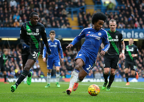 05.03.2016. Stamford Bridge, London, England. Barclays Premier League. Chelsea versus Stoke City. Chelsea Midfielder Willian attacks the Stoke are, as Stoke City Midfielder Gianelli Imbula closes him down