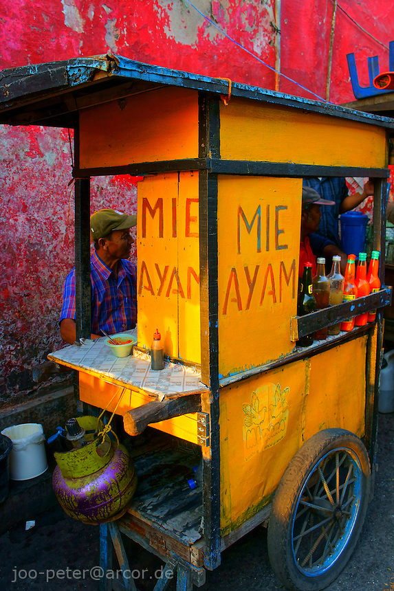 mobile food shop for chicken noodle soups (mie ayam) in Yogyakarta, island Java, archipelago of Indonesia,  September 2011