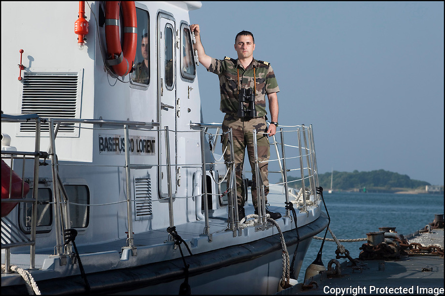 Juin 2010, Commandos Marine.<br /> MA&Icirc;TRE ST&Eacute;PHANE HOURDIE, navigateur certifi&eacute; chef du quart,<br /> chef des engins &agrave; la base des fusiliers marins et commandos (BFMC) de Lorient.