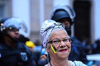 RIO DE JANEIRO, RJ, 27 DE JUNHO DE 2013 -MANIFESTAÇÃO NO CENTRO DO RIO DE JANEIRO- Manifestantes se concentram na Candelária e fazem passeata, na tarde desta quinta-feira, 27 de junho, no centro do Rio de Janeiro.FOTO:MARCELO FONSECA/BRAZIL PHOTO PRESS