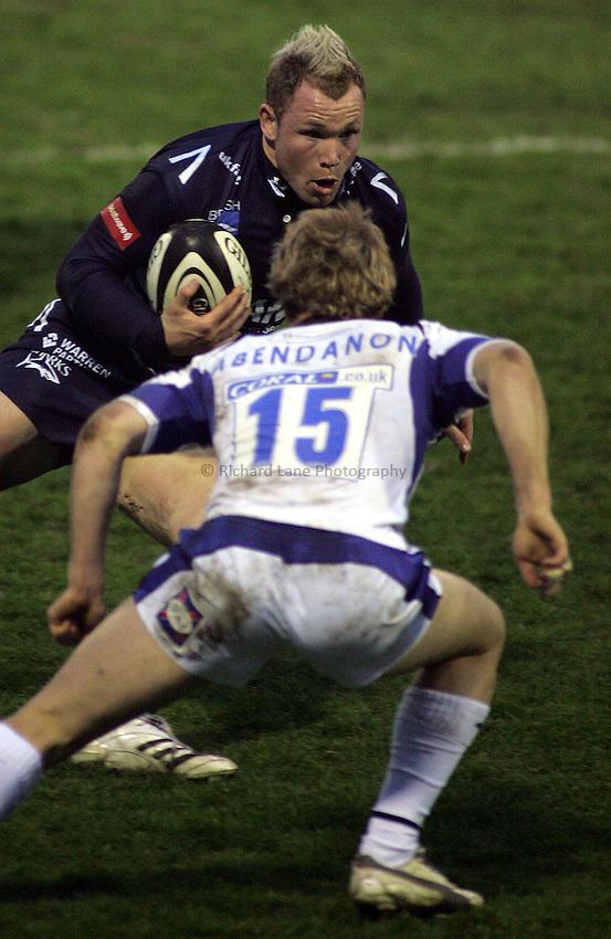 Photo: Paul Thomas..Sale Sharks v Bath Rugby. Guinness Premiership. 13/04/2007...Lee Thomas of Sale.