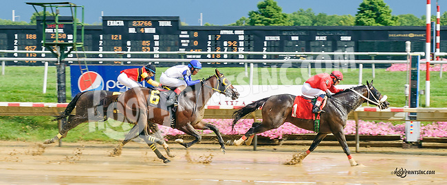 Motin winning at Delaware Park on 8/11/15