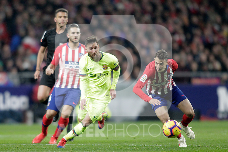 Referee Gil Manzano, Club Atletico de Madrid's Koke Resurreccion (L), Santiago Arias and Futbol Club Barcelona's Leo Messi  during La Liga match. November 24,2018. (ALTERPHOTOS/Alconada)