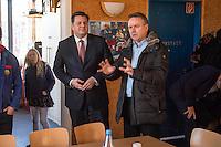 """Innensenator besucht Falken-Neukoelln.<br /> Innensenator Andreas Geisel besuchte am Freitag den 27. Januar 2017 das Anton-Schmaus-Haus der Jugendorganisation """"Falken"""". Das Anton-Schmaus-Haus wurde in der Vergangenheit mehrfach Ziel von Brandanschlaegen durch Rechte. Mitarbeiter des Anton-Schmaus-Haus und Mitglieder der Falken wurden immer wieder Opfer von Attacken durch Rechte bis hin zu Brandanschlaegen gegen Privatautos.<br /> Im Bild: Der Innensenator (mitte) laesst sich von Andrew Walde, Koordinator Bollwerk gegen Nazis und Mitglied der Falken (rechts) die Arbeit des Hauses erklaeren.<br /> 27.1.2017, Berlin<br /> Copyright: Christian-Ditsch.de<br /> [Inhaltsveraendernde Manipulation des Fotos nur nach ausdruecklicher Genehmigung des Fotografen. Vereinbarungen ueber Abtretung von Persoenlichkeitsrechten/Model Release der abgebildeten Person/Personen liegen nicht vor. NO MODEL RELEASE! Nur fuer Redaktionelle Zwecke. Don't publish without copyright Christian-Ditsch.de, Veroeffentlichung nur mit Fotografennennung, sowie gegen Honorar, MwSt. und Beleg. Konto: I N G - D i B a, IBAN DE58500105175400192269, BIC INGDDEFFXXX, Kontakt: post@christian-ditsch.de<br /> Bei der Bearbeitung der Dateiinformationen darf die Urheberkennzeichnung in den EXIF- und  IPTC-Daten nicht entfernt werden, diese sind in digitalen Medien nach §95c UrhG rechtlich geschuetzt. Der Urhebervermerk wird gemaess §13 UrhG verlangt.]"""