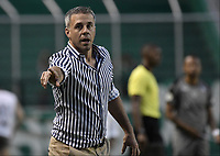 PALMIRA - COLOMBIA, 03-08-2019: Lucas Pusineri técnico del Cali gesticula durante partido entre Deportivo Cali y La Equidad por la fecha 4 de la Liga Águila II 2019 jugado en el estadio Deportivo Cali de la ciudad de Palmira. / Lucas Pusineri coach of Cali gestures during match between Deportivo Cali and La Equidad for the date 4 as part Aguila League II 2019 played at Deportivo Cali stadium in Palmira city. Photo: VizzorImage / Gabriel Aponte / Staff