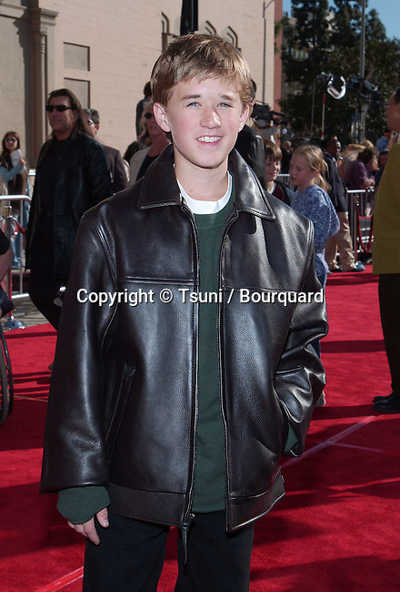 Haley Joel Osment arriving at the 20th anniversary of the premiere of E.T. The Extra Terrestrial at the Shrine Auditorium in Los Angeles. March 16, 2002.           -            OsmentHaleyJoel01B.jpg