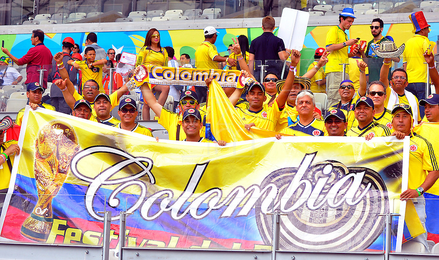 BELO HORIZONTE - BRASIL -14-06-2014. Los hinchas colombianos viven una fiesta en el estadio Mineirao de Belo Horizonte durante el partido del Grupo C entre Colombia (COL) y Grecia (GRC) hoy 14 de junio de 2014 en la Copa Mundial de la FIFA Brasil 2014./ Fans of Colombia live a party live a praty at Mineirao stadium in Belo Horizonte during the match of the Group C between Colombia (COL) and Grece(GRC) today JUne 14 2014 in the 2014 FIFA World Cup Brazil. Photo: VizzorImage / Alfredo Gutiérrez / Contribuidor