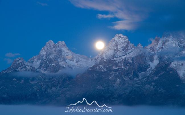 Wyoming, GTNP, Grand Teton National Park, Jackson. The setting moon over the Teton Range in the pre-dawn light.
