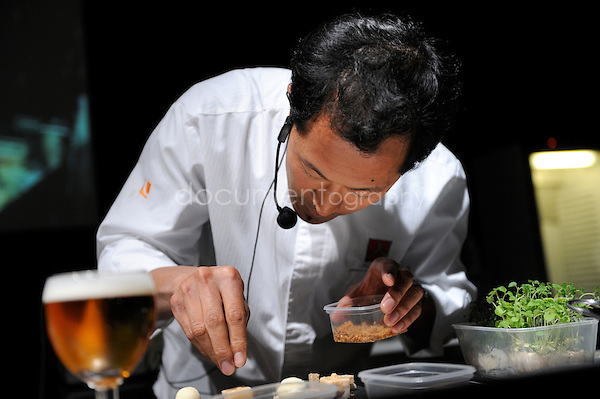 © Magali Corouge/ Documentography.8th of june 2009.Gastronomy Festival.Demos with Chef Sang-Hoon Degeimbre..Substitution of the flavour Leffe.
