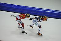 SCHAATSEN: HEERENVEEN: 25-10-2014, IJsstadion Thialf, Marathonschaatsen, KPN Marathon Cup 2, Iris van der Stelt (#54), Lisa van der Geest (#38), ©foto Martin de Jong