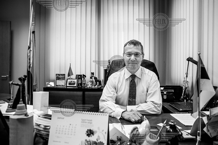 Tarmo Tammiste, mayor of the city at his desk.