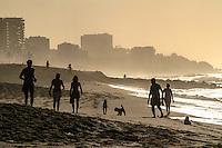 RIO DE JANEIRO, RJ, 20.02.2014 - Quinta-feira de sol e céu azul na praia do Leblon, zona sul da cidade que não tem previsão de clima estável com temperaturas máximas que superam os 30 graus. (Foto: Néstor J. Beremblum / Brazil Photo Press)