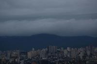 S&Atilde;O PAULO, SP, 22/06/2012, CLIMA TEMPO<br /> <br />   S&atilde;o Paulo amanheceu sem chuva, ap&oacute;s v&aacute;rios dias com tempo instavel.<br /> <br />   Luiz Guarnieri/ Brazil Photo Press.