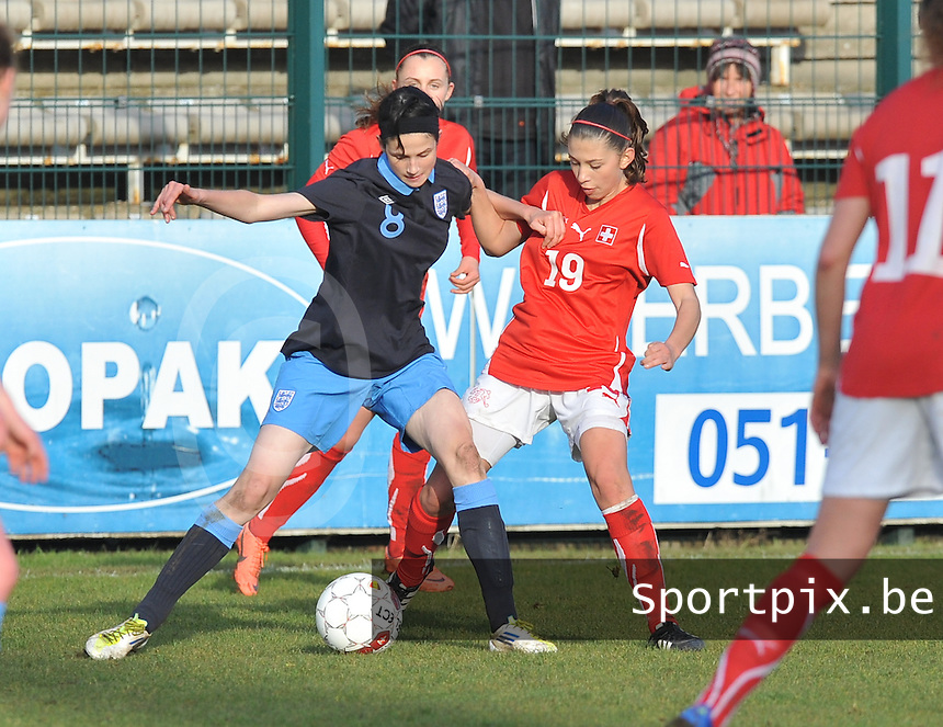 UEFA Women's Under 17 Championship - Second Qualifying round - group 1 : England - Switzerland : .Duel tussen Abbey-Leigh Stringer en Carmen Pulver.foto DAVID CATRY / Vrouwenteam.be