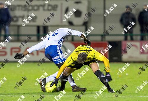 2017-12-09 / Voetbal / seizoen 2017 -2018 / KSK Heist -  KFC Dessel Sport / Stefan Verbist (l.KSK Heist) met William Baeten  ,Foto: Mpics.be