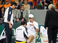 19-9-08, Netherlands, Apeldoorn, Tennis, Daviscup NL-Zuid Korea, Seccond rubber    KyuTae Im receives medical treatment