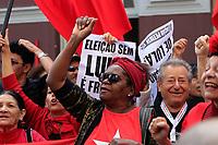 S&Atilde;O PAULO,SP, 13.07.2017 - LULA-SP - Militantes do PT fazem ato em frente a sede do Partido dos Trabalhadores (Pt), no centro de S&atilde;o Paulo na manh&atilde; desta quinta-feira (13).<br /> <br /> (Foto: Fabricio Bomjardim / Brazil Photo Press)