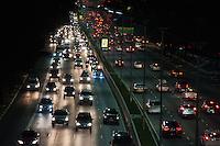 SÃO PAULO-SP-01,09,2014-TRÂNSITO AVENIDA23 DE MAIO - O motorista  não encontra lentidão na Avenida 23 de Maios amobos sentidos o. Região Sul da cidade de São Paulo,na noite dessa segunda-feira,01(Foto:Kevin David/Brazil Photo Press)