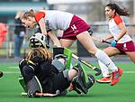 ALMERE - Hockey - Overgangsklasse competitie dames ALMERE- ROTTERDAM (0-0) . Puck Hooijer van Almere stuit op Lotte Teunisse (R'dam)  COPYRIGHT KOEN SUYK