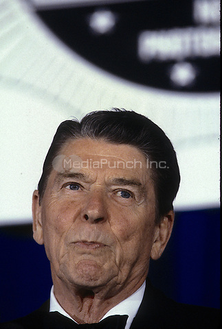 Washington, DC., USA, May 15, 1986<br /> President Ronald Reagan at teh White House News Photographers annual black tie awards dinner.Credit: Mark Reinstein/MediaPunch