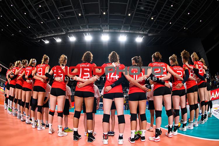 16.08.2019, …VB Arena, Bremen<br />Volleyball, LŠnderspiel / Laenderspiel, Deutschland vs. Polen<br /><br />Team Deutschland wŠhrend Hymne<br /><br />  Foto © nordphoto / Kurth