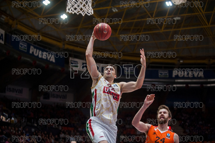 VALENCIA, SPAIN - NOVEMBER 3: Jeff Viggiano, John Shurna during EUROCUP match between Valencia Basket Club and CAI Zaragozaat Fonteta Stadium on November 3, 2015 in Valencia, Spain