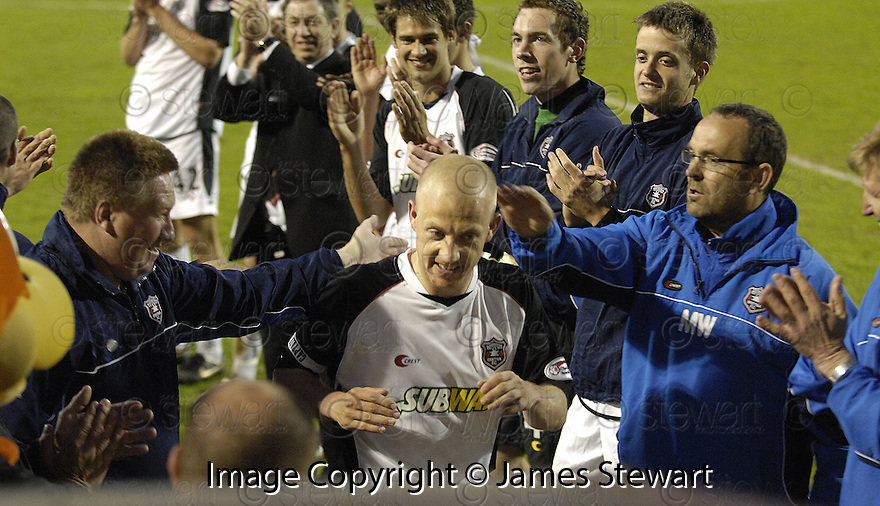 13/05/2008   Copyright Pic: James Stewart.File Name : sct_jspa16_gretna_v_hearts.GAVIN SKELTON IS CLAPPED OFF THE PITCH BY HIS TEAM MATES AT THE END OF THE GAME.James Stewart Photo Agency 19 Carronlea Drive, Falkirk. FK2 8DN      Vat Reg No. 607 6932 25.Studio      : +44 (0)1324 611191 .Mobile      : +44 (0)7721 416997.E-mail  :  jim@jspa.co.uk.If you require further information then contact Jim Stewart on any of the numbers above........