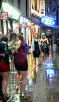 Pictured: Women walk down Wind Street in the early hours of New Year's Day. Sunday 01 January 2017<br />