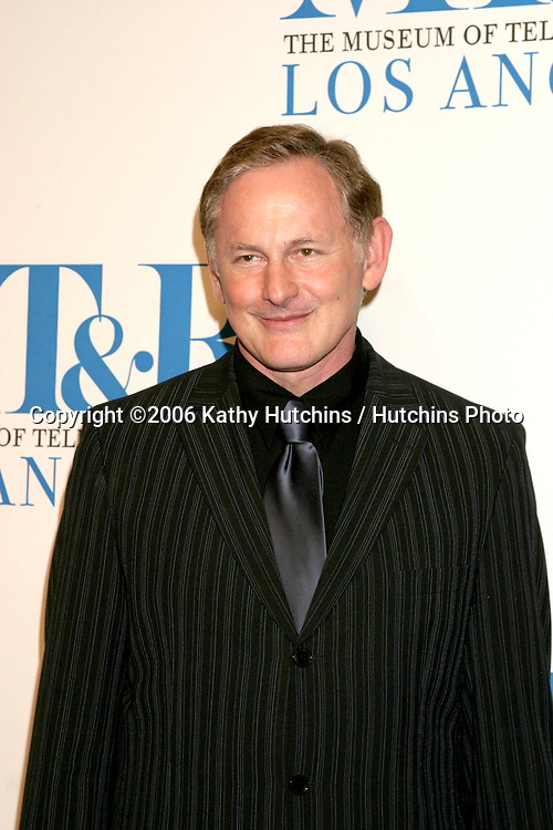 Victor Garber.Museum of TV & Radio Annual Gala IHO Les Moonves and Jerry Bruckheimer.Regent Beverly Wilshire Hotel.Beverly Hills, CA.October 30, 2006.©2006 Kathy Hutchins / Hutchins Photo....
